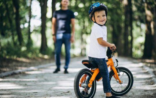 Comment apprendre à son enfant à conduire un deux roues ?