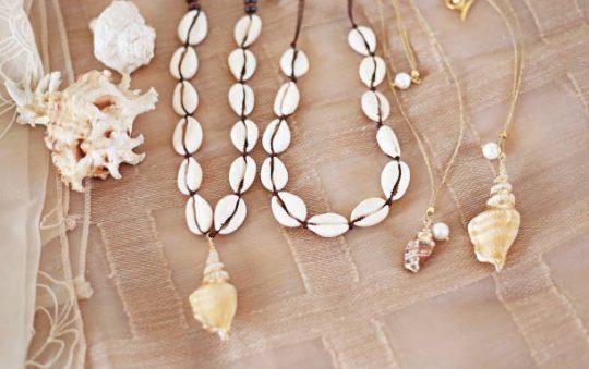 Comment faire un collier de coquillages ?